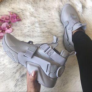 NWT🔥 Rare Nike Huarache City Triple Grey 5.5Y/7W